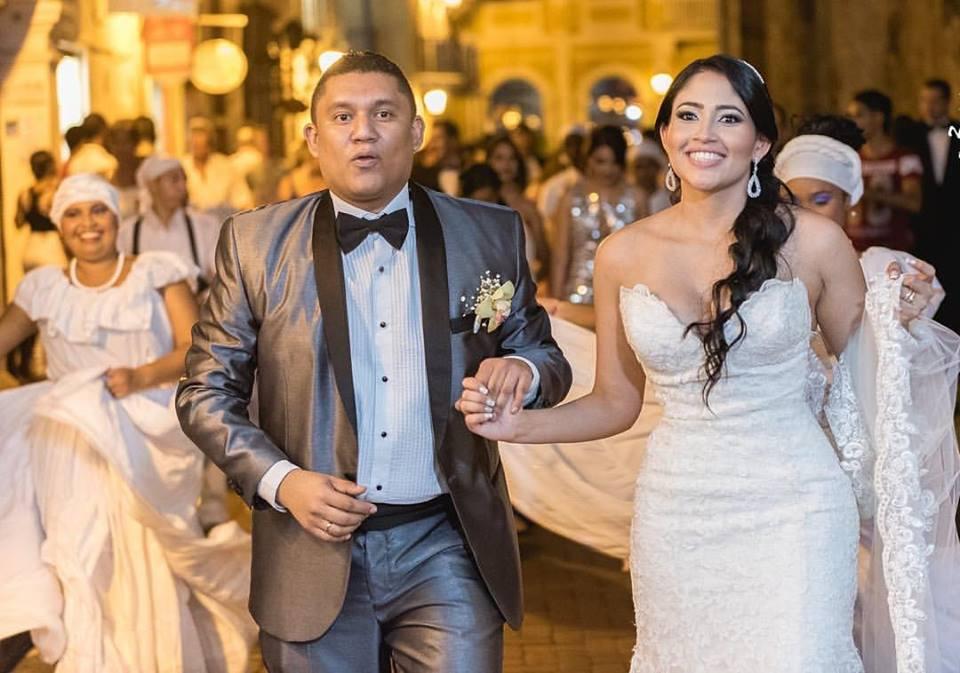Happy Wedding Couple - wedding in Cartagena